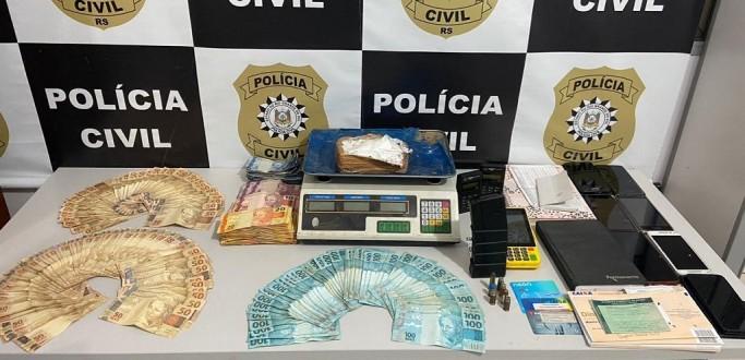 DRACO APREENDE DROGAS, DINHEIRO E CARREGADORES DE FUZIS EM CASA NO BAIRRO SÃO MIGUEL