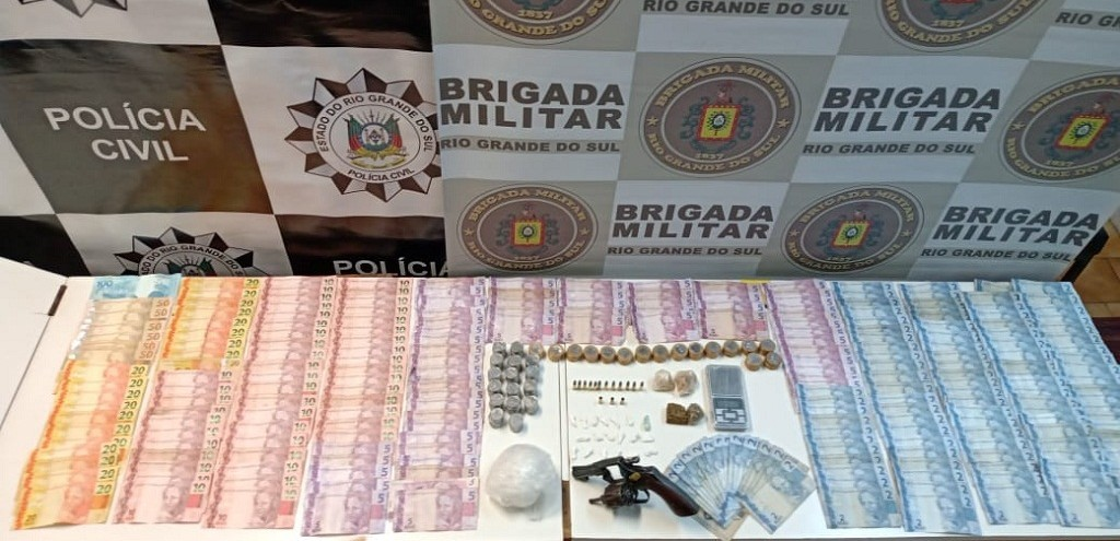 CASAL É PRESO POR TRÁFICO E POSSE DE ARMA PELA PC E BM, EM ARROIO GRANDE