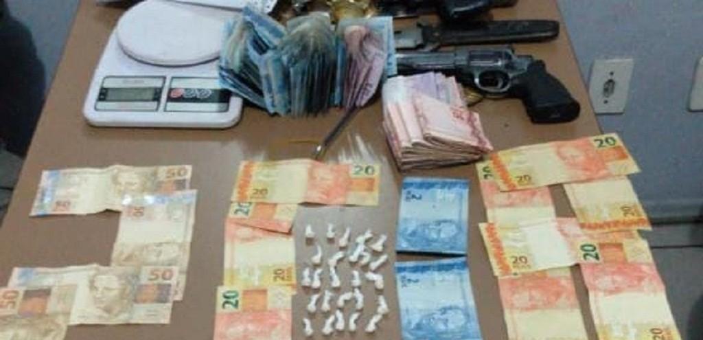 BM PRENDE TRAFICANTE COM R$ 1,8 MIL NO BAIRRO AREAL, EM PELOTAS