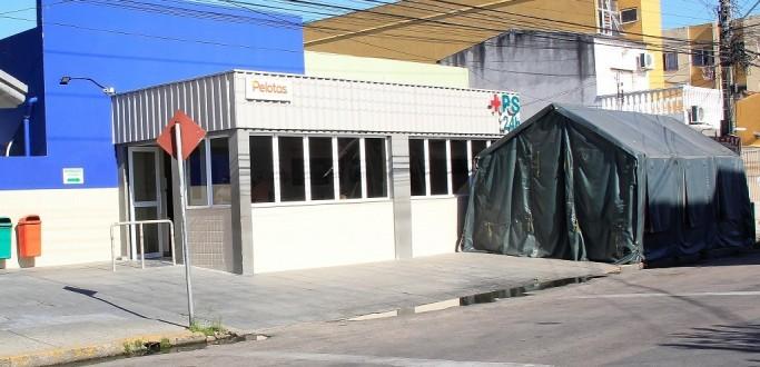 TENDA PARA TRIAGEM EXTERNA É MONTADA NO PRONTO SOCORRO DE PELOTAS