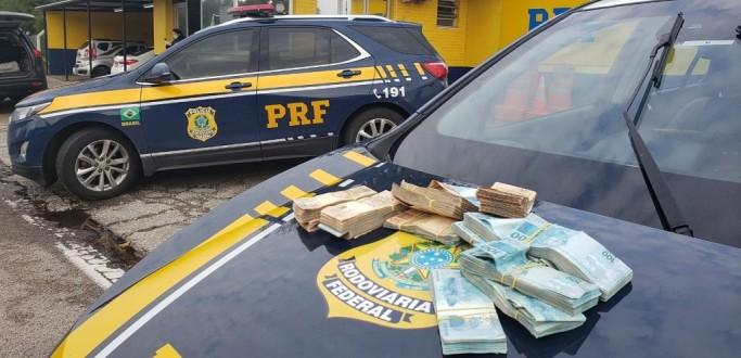 PRF APREENDE R$ 117 MIL SEM PROCEDÊNCIA TRANSPORTADOS POR MÃE E FILHO NA BR 116