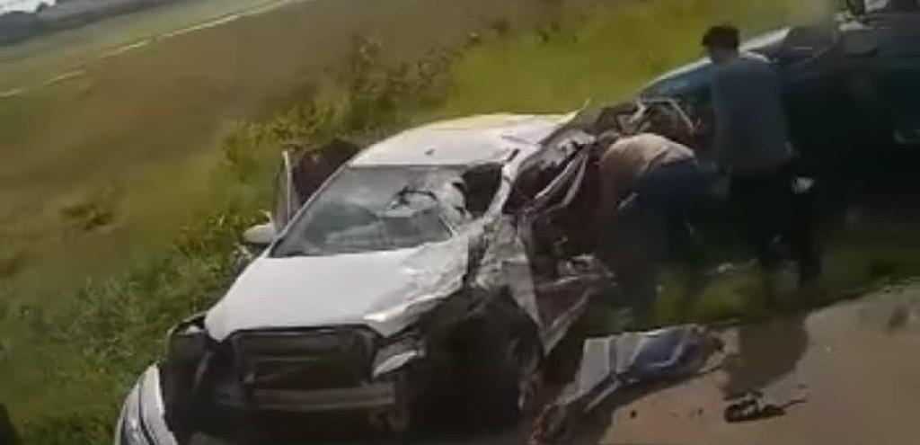 AUTOMÓVEL DE RIO GRANDE SE ENVOLVE EM ACIDENTE NA BR 116, EM GUAÍBA