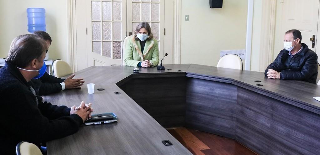PREFEITA DE PELOTAS CONVERSA COM EMPREENDEDORES SOBRE PROJETO DE PISCICULTURA