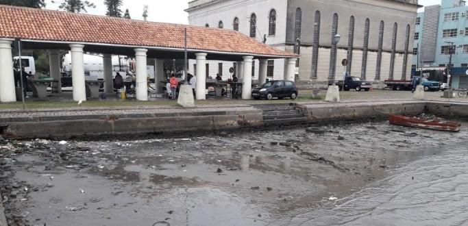 DOCA DO MERCADO PÚBLICO APARECE EM FOTOS COM NÍVEL DA LAGOA RECUADO