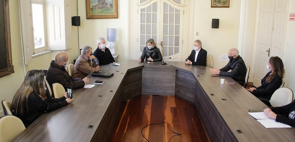 PREFEITA MEDIA NEGOCIAÇÃO ENTRE GESTORES E PERMISSIONÁRIOS DO POP CENTER, EM PELOTAS