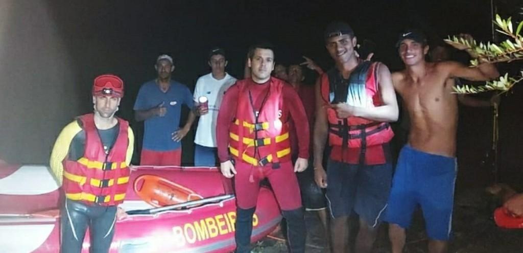 JOVEM É RESGATADO PELOS BOMBEIROS APÓS FICAR ILHADO, DURANTE PESCARIA EM JAGUARÃO