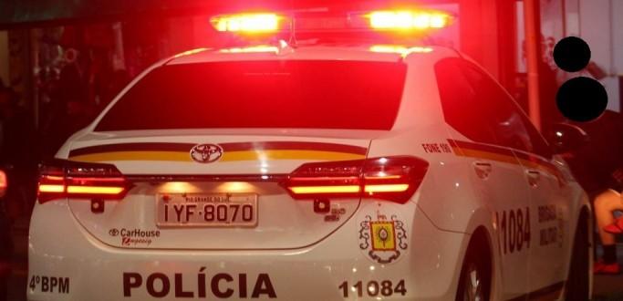 BM PRENDE HOMEM POR POSSE DE ENTORPECENTES E RECUPERA CARRO FURTADO, EM PELOTAS