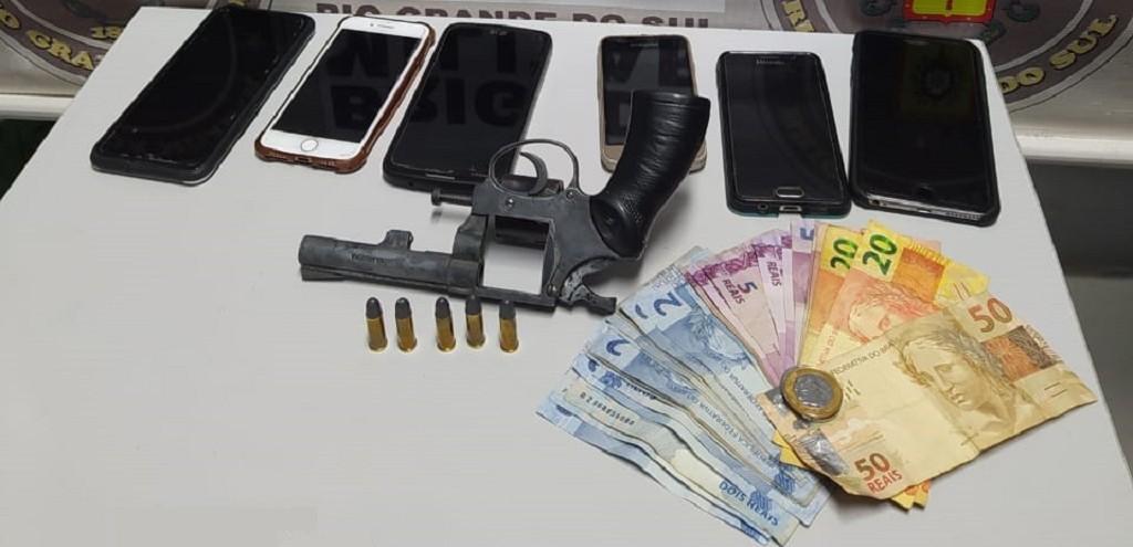 ASSALTANTE DE ÔNIBUS É PRESO PELA BRIGADA E POLÍCIA RODOVIÁRIA ESTADUAL NA ERS 734