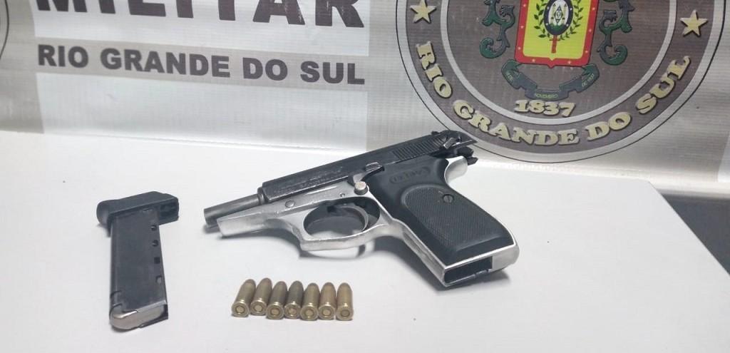 FORÇA TÁTICA PRENDE HOMEM POR PORTE ILEGAL DE ARMA NO BGV