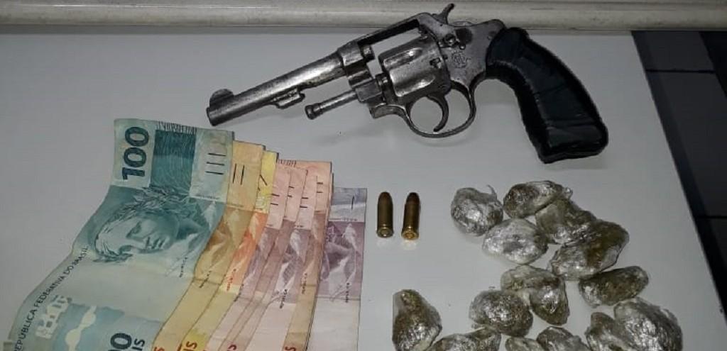 FORÇA TÁTICA PRENDE HOMEM POR TRÁFICO NO BAIRRO GETÚLIO VARGAS