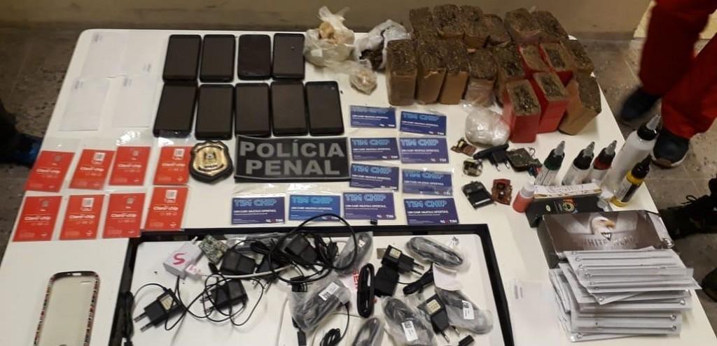 AGENTES DA PERG IMPEDEM TENTATIVA DE ARREMESSO DE DROGAS E CELULARES