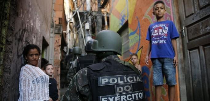 QUATRO ESCOLAS REABREM NA ROCINHA: MAIS DE MIL ALUNOS SEGUEM SEM AULA NO RIO