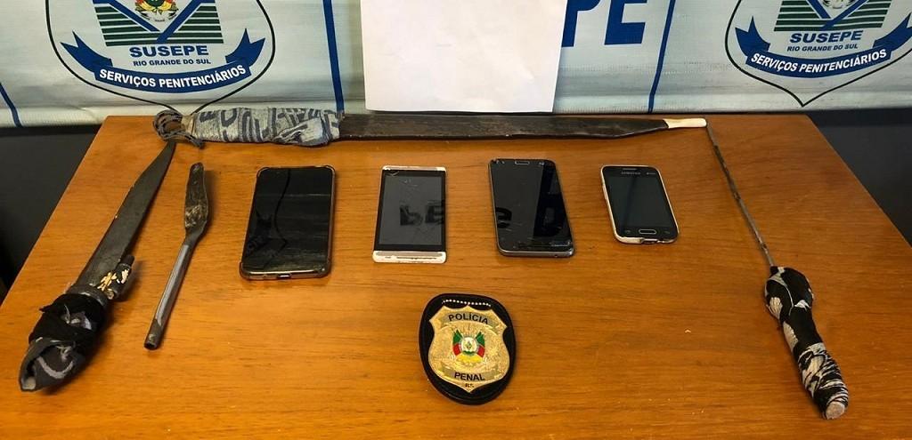 AGENTES PENITENCIÁRIOS LOCALIZAM TELEFONES E FACAS ARTESANAIS NA PERG